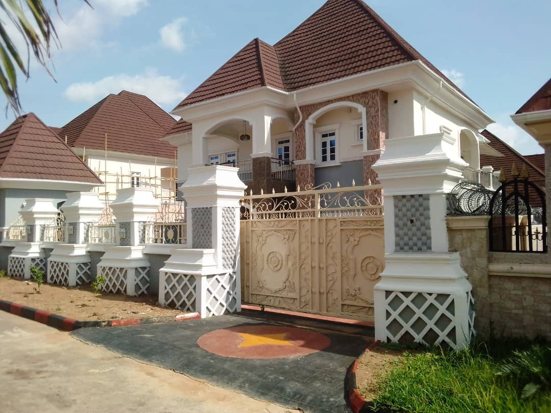 For sale: 5-Bedroom Duplex with 2 sitting rooms ,2 Rooms BQ and Security house.