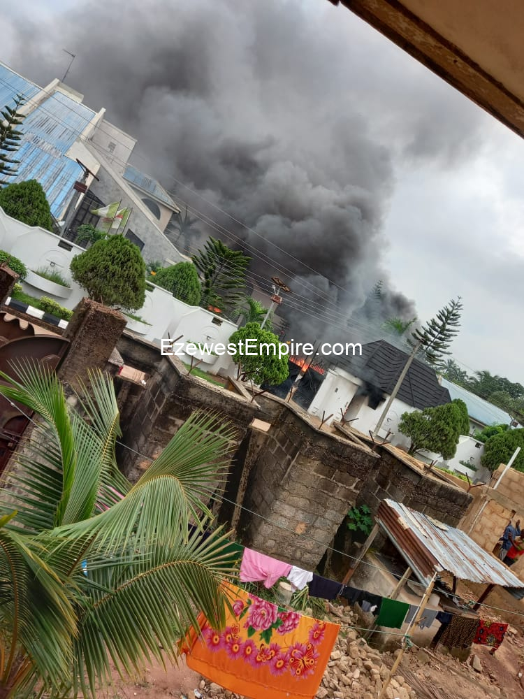 Happening Now: Unknown Gunmen takes Evangelism to Hope Uzodimma, Governors house on fire